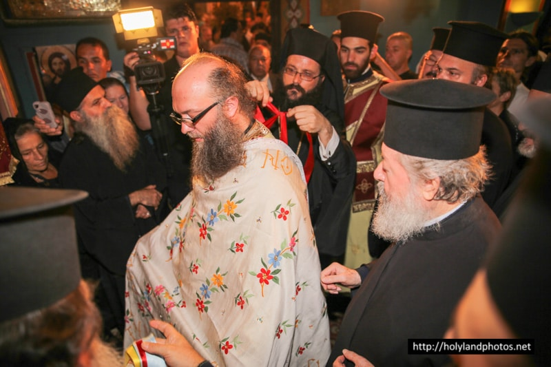 Archimandrite Nektarios receives the icon of Theotokos