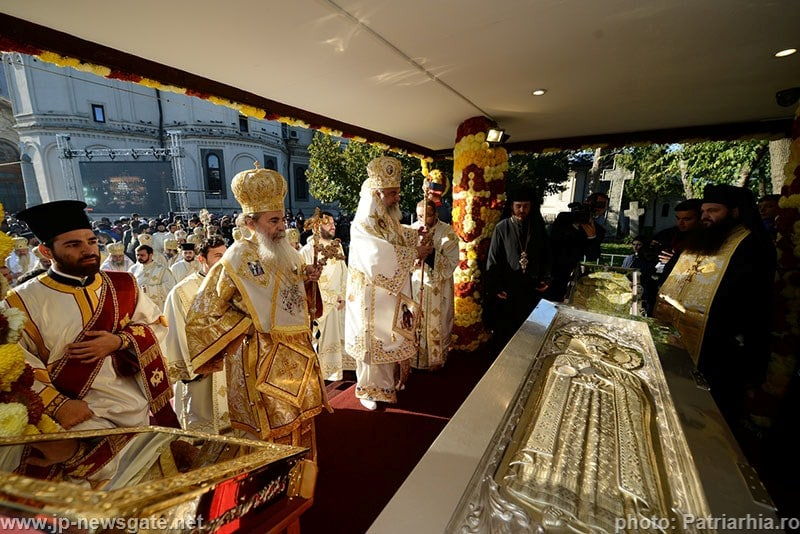Venerating the holy relics