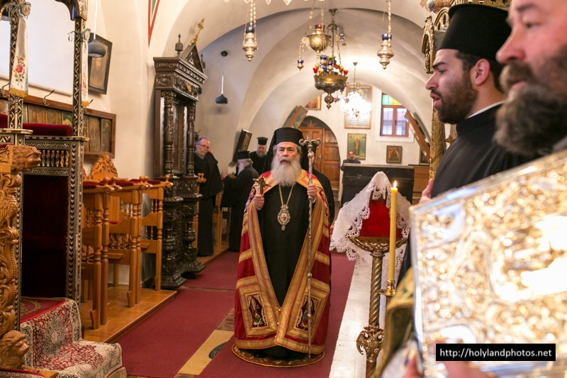 Patriarch Theophilos leads mass on Hypapante day