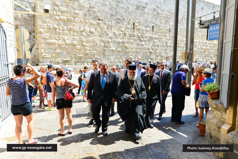 The Minister welcomed at David's Gate by the Metropolitan of Kapitolias
