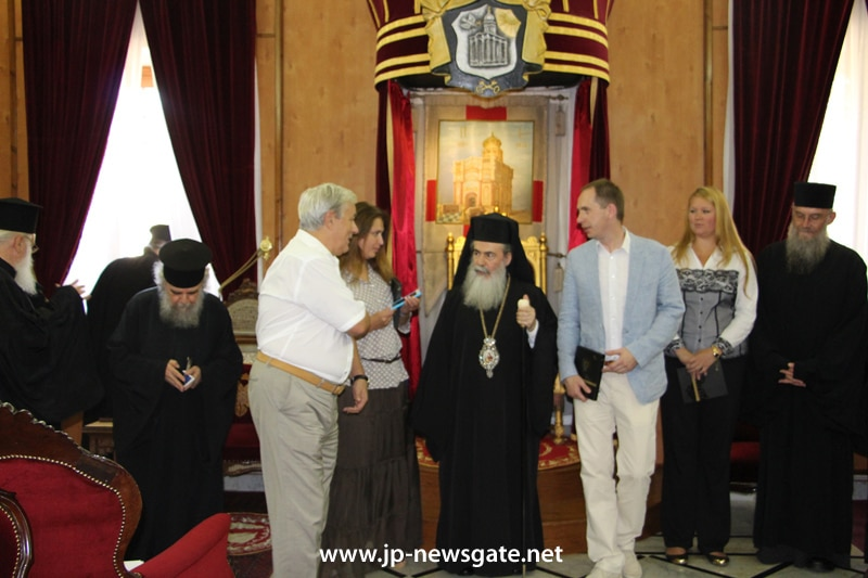 The Patriarch with members of the Russian Humanitarian Mission