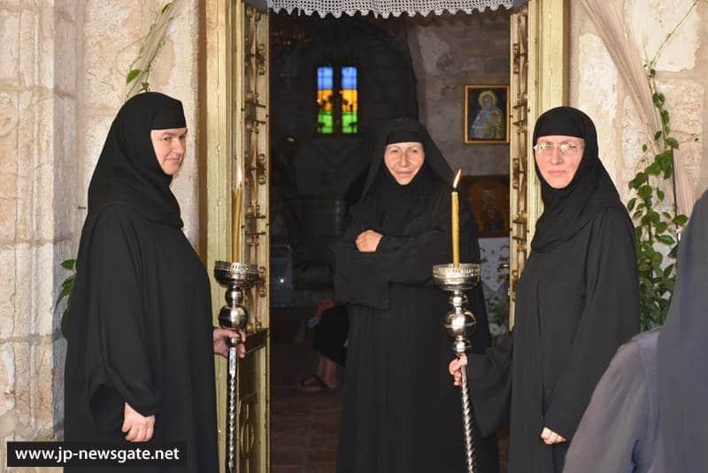 Elder Nun Seraphima and other nuns