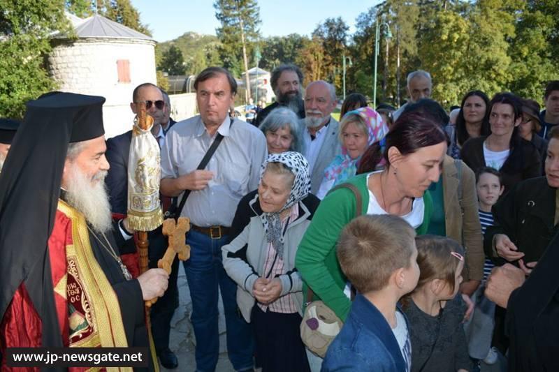 The faithful welcome H.B. to Cetinje