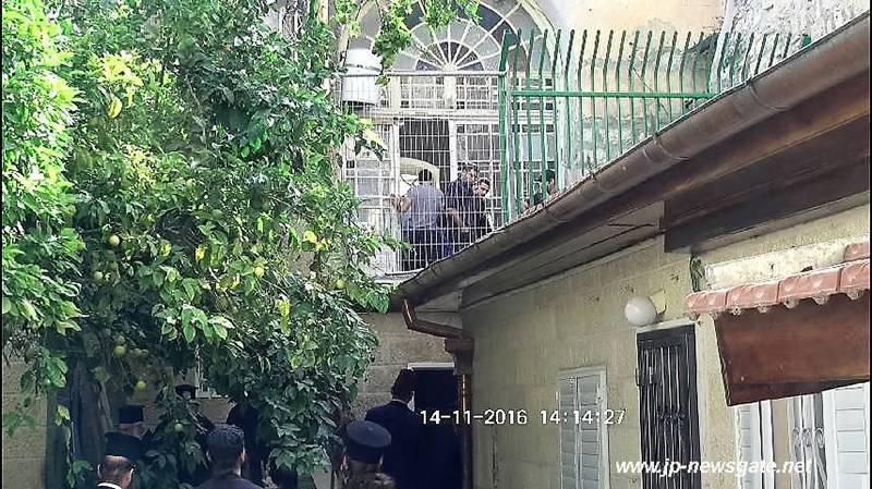 Israeli Police enters the broken into area