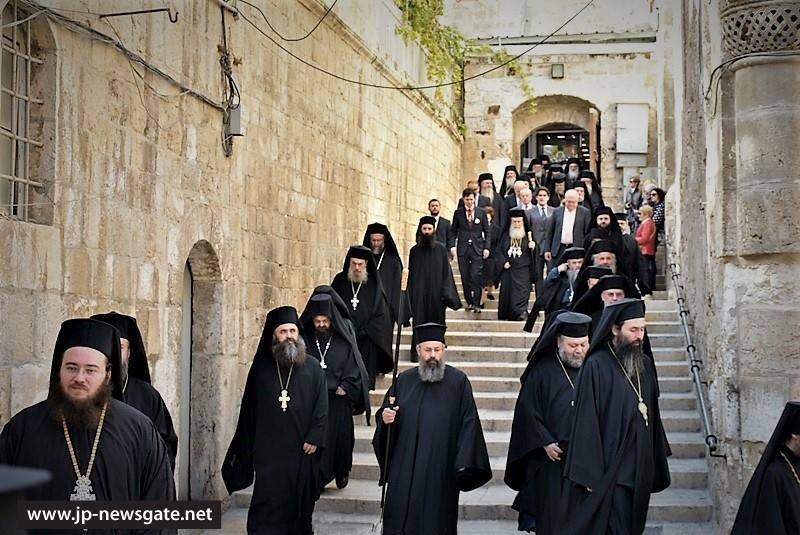 The Hagiotaphites walk to the Church of the Resurrection